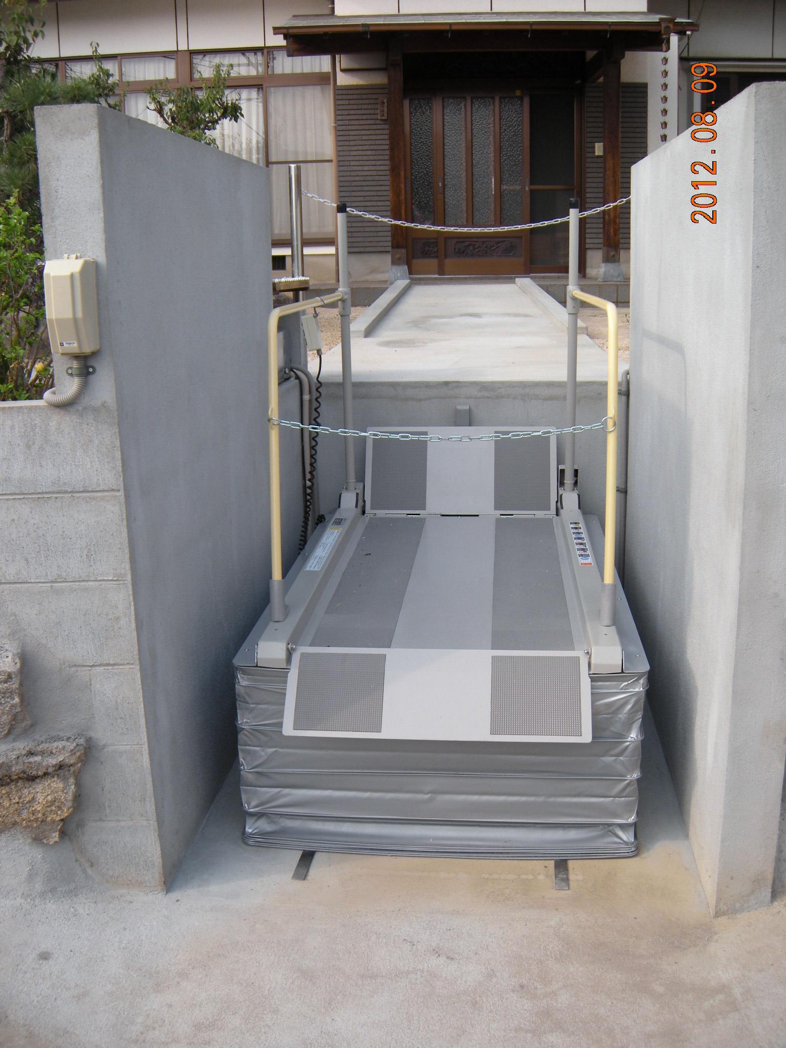 段差解消機(広島県呉市) 福祉スタジオの設置事例をご覧ください。